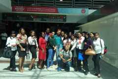 Estudiantes en el Aeropuerto Las Américas.
